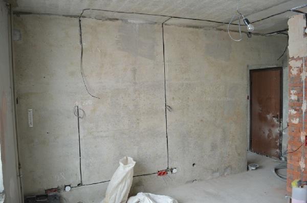 Прокладка кабеля по стене