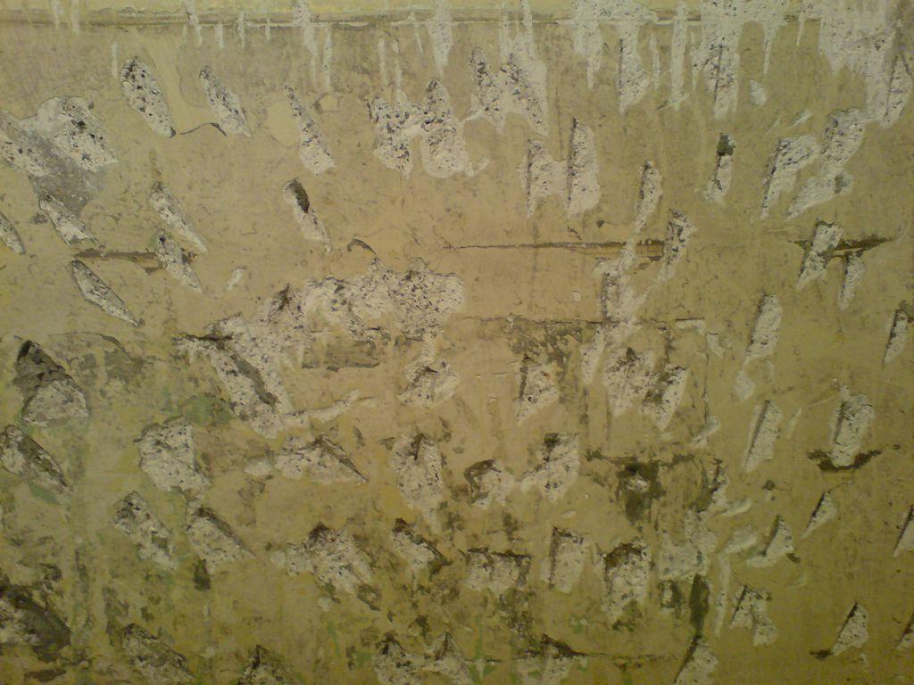 Фото стены с насечками для лучшей адгезии