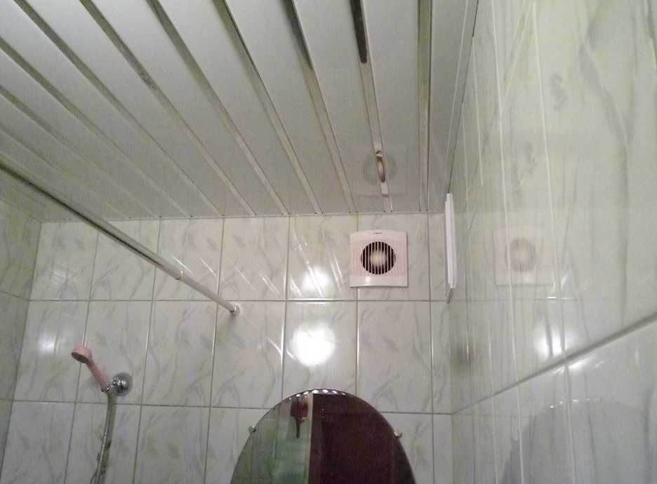Подвесной потолок в ванну своими руками 61