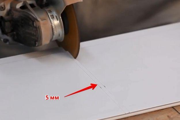 Резка ПВХ панели на 5 мм короче