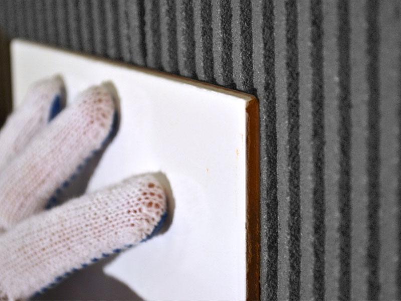 Укладка плитки на слой плиточного клея