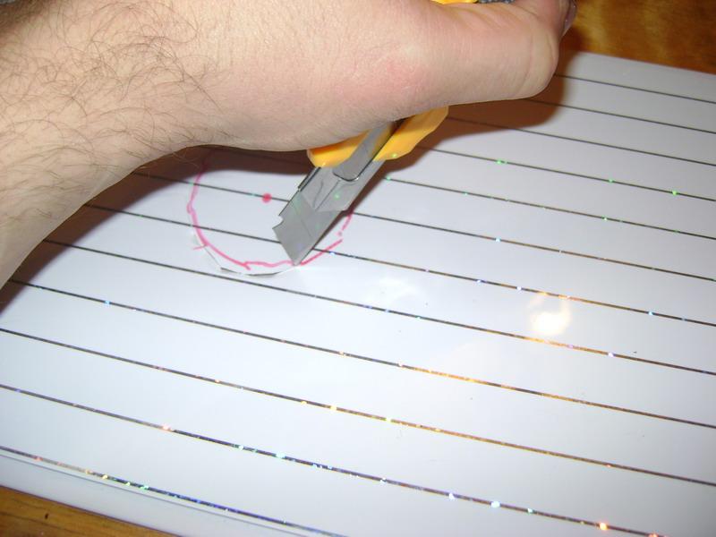 Отверстие под лсветильник можно вырезать ножом