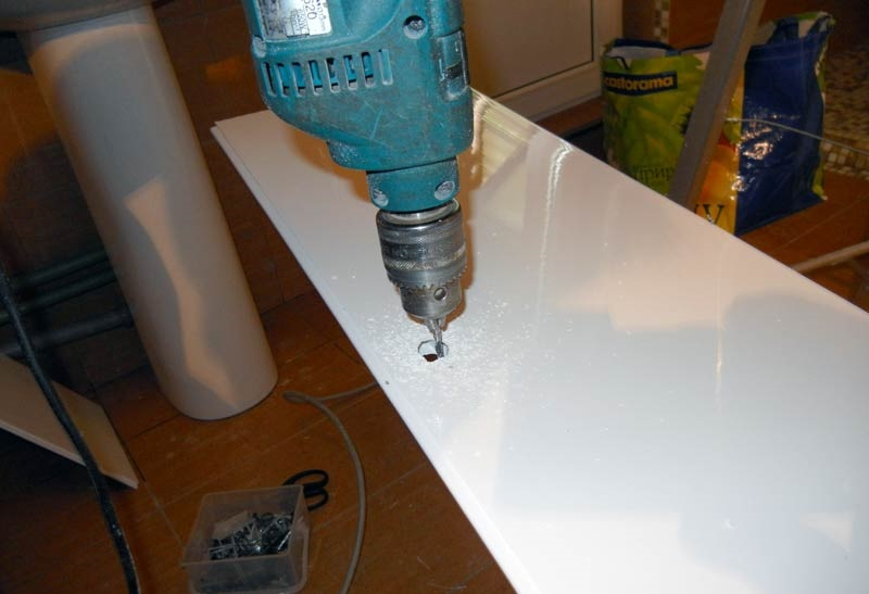 Выполнение отверстий под точечные светильники
