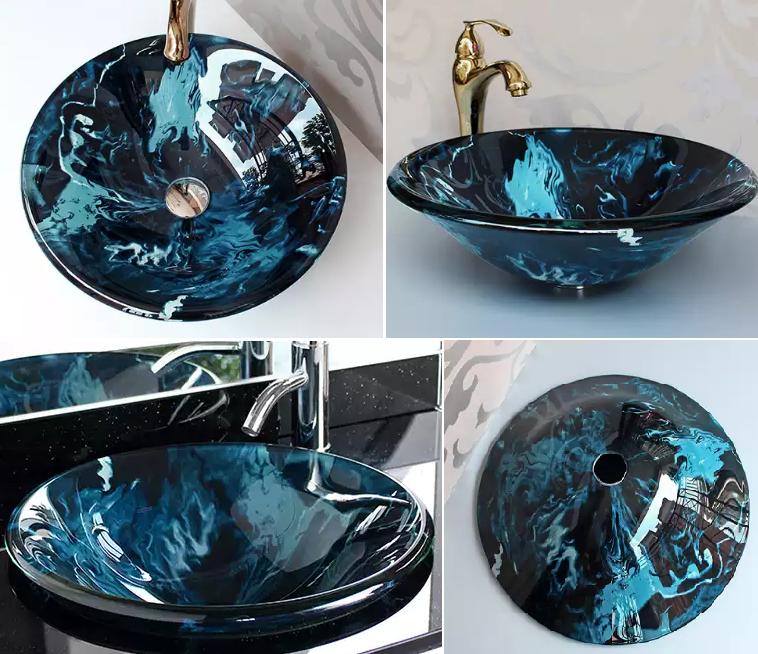 Круглая стеклянная раковина в сине-голубых тонах