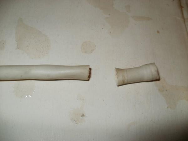 На фото обрезанная трубка
