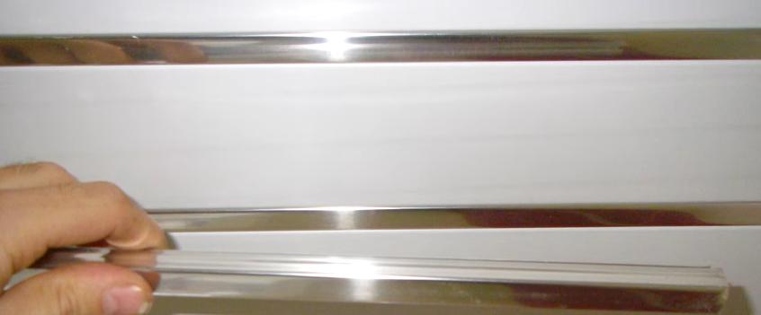 Пример декоративной планки для потолка, просто защелкивается в пазы