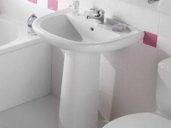 Крепление раковины в ванной к стене