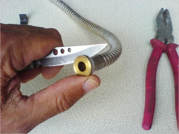 Снимаем уплотнители и латунные втулки
