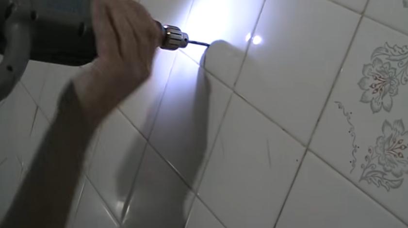 Сверление отверстия в плитке
