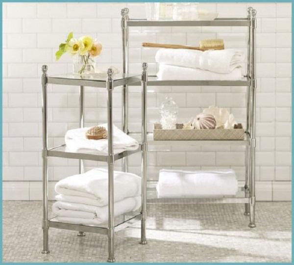 Выбирайте для ванной металлические этажерки с хромированным покрытием – они более устойчивы к воздействию влаги, поэтому не поддаются коррозии