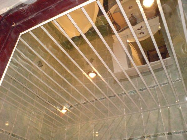 Зеркальный реечный потолок