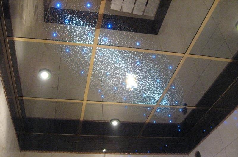 """Потолок """"Звездное небо"""" с голубой подсветкой и золотыми вставками"""