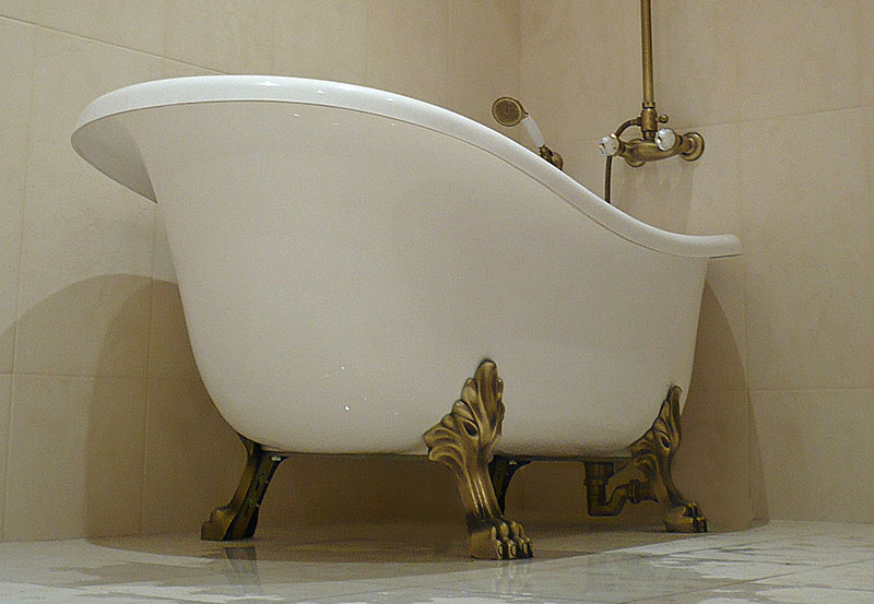 Акриловая ванна на ножках