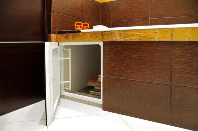 Люк под ванной под плитку