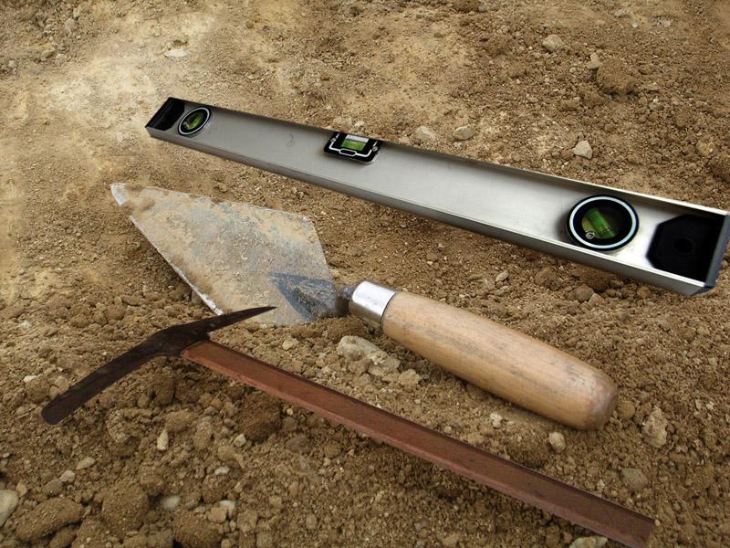 Основные инструменты каменщика для кладки
