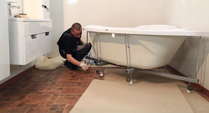 Переворачиваем ванну