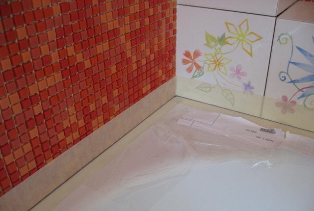 Стык ванны и стены