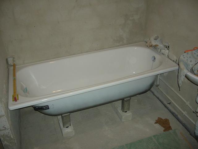 Важно, чтобы углы ванной комнаты были прямыми, тогда сантехника будет установлена ровно и точно
