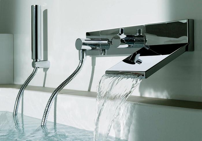 Каскадный смеситель для ванной с душем