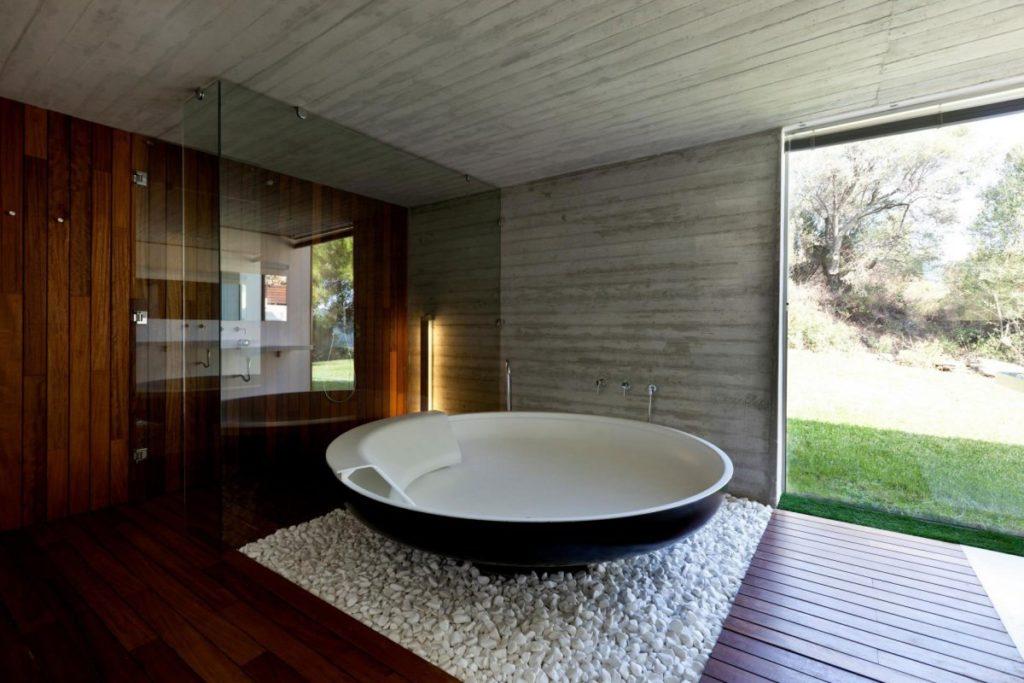 Круглая отдельно стоящая ванна