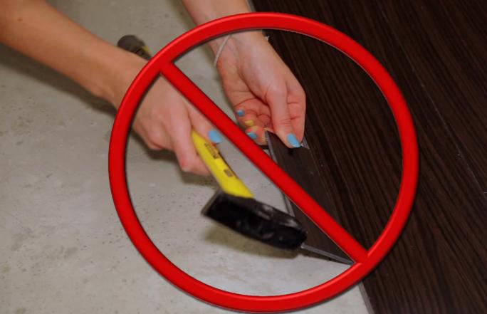 При монтаже не используйте молоток, чтобы не повредить замковое соединение