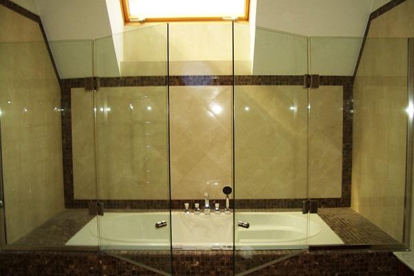 Ширма распашная для ванной