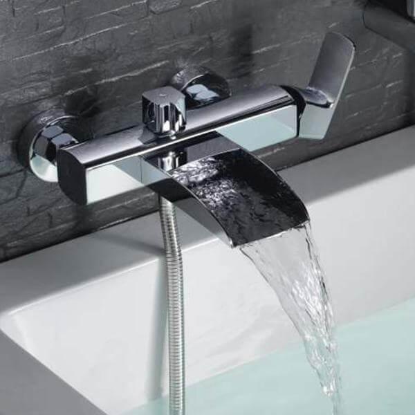 Смеситель для ванны с каскадным изливом