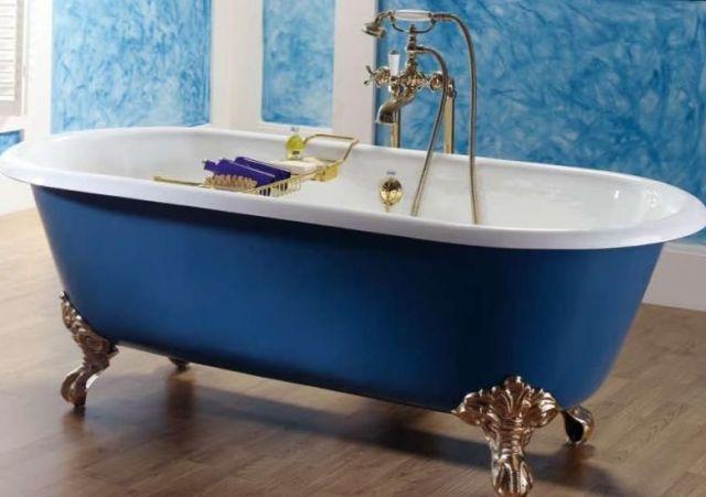 В одиночку занести такую ванну даже на второй этаж вряд ли удастся