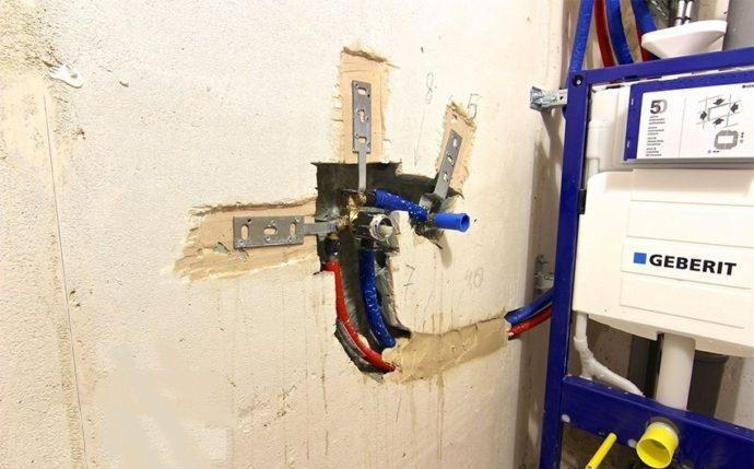 Монтаж гигиенического душа желательно проводить во время капитального ремонта туалетной комнаты и тщательно планировать