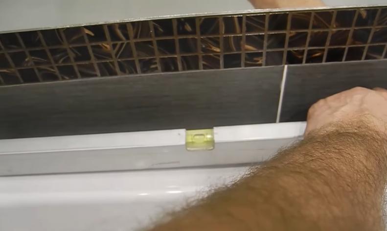Удостоверьтесь, что ванна стоит горизонтально