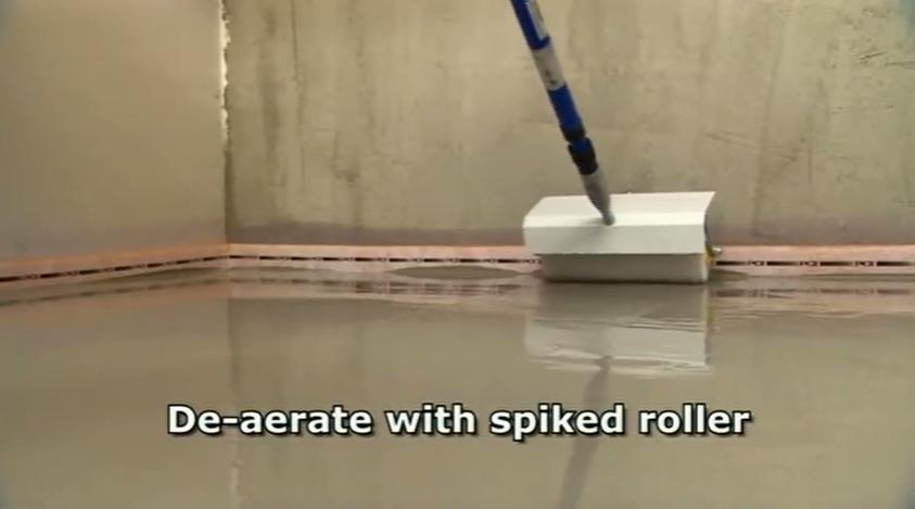 Удаление пузырьков воздуха из смеси игольчатым валиком
