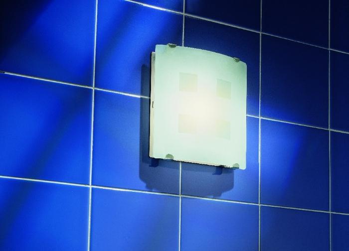 На снимке вытяжной вентилятор с подсветкой
