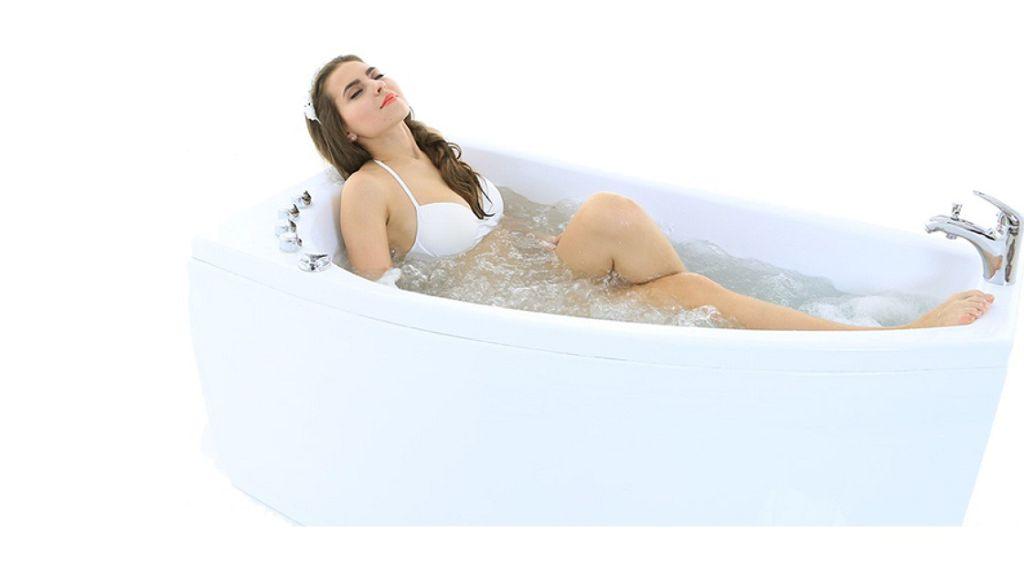 Угловая ванна должна быть удобной