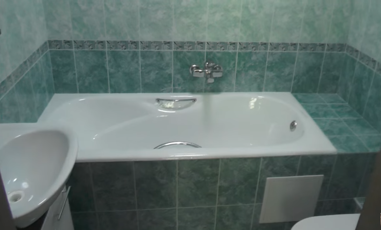 Ванна после отделки плиткой