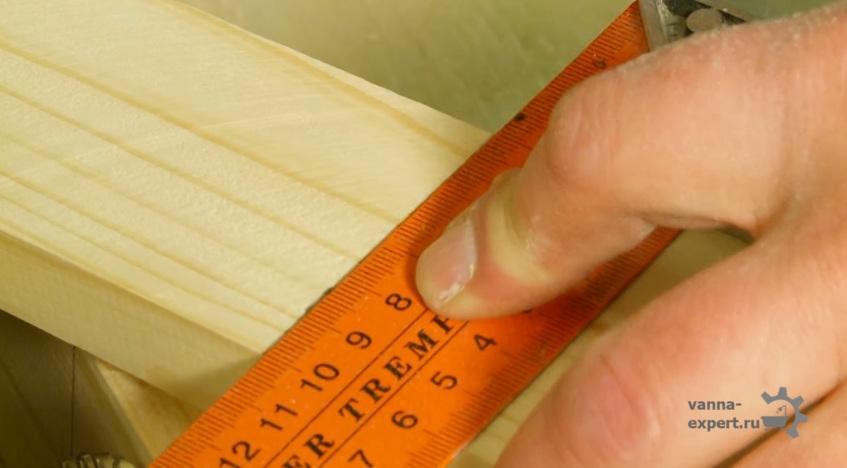 Перед распилом нужно поставить отметки карандашом
