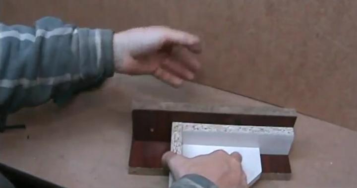 Еще один вариант использования приспособления для стыковки деталей  под прямым углом