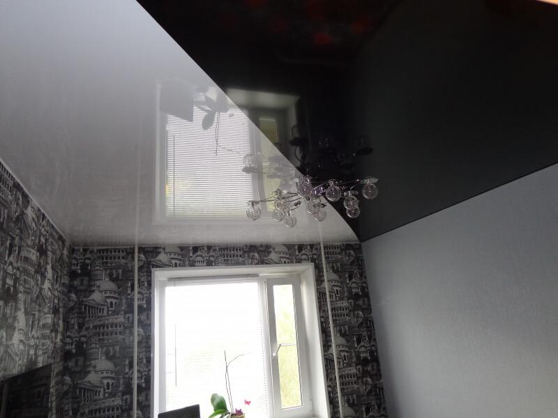 Контрастный черно-белый потолок