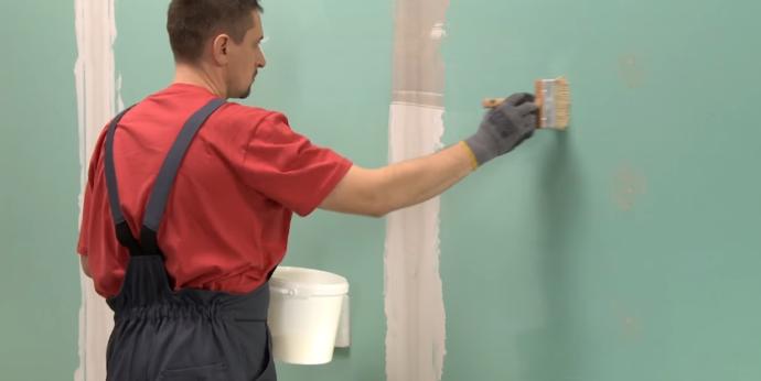 Обработка стен проникающей грунтовкой