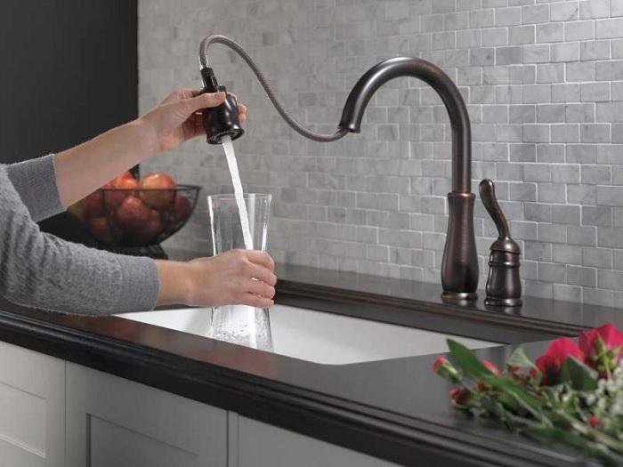 Смеситель для кухни с душем-лейкой