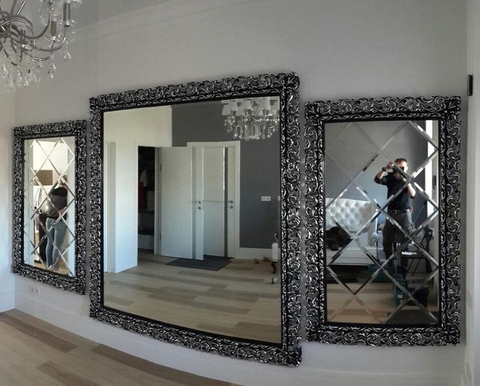 Зеркала в рамах из багета могут украсить не только гостиную, но и ванную комнату
