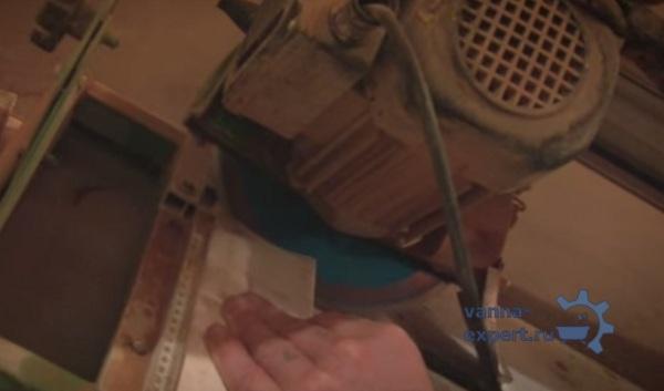 Распил бордюра для укладки на внутренний угол
