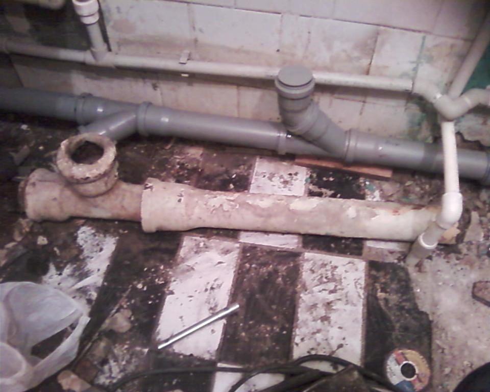 Обязательно переделывайте старые канализационные и водопроводные трубы