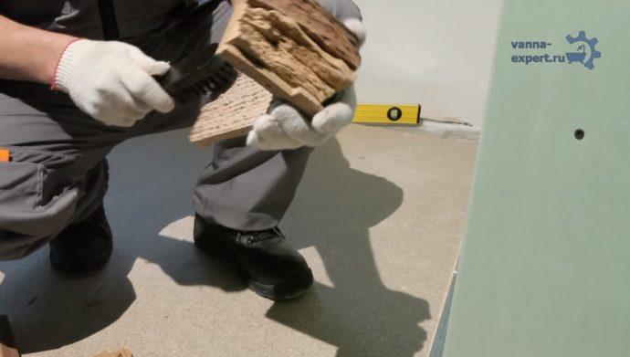 Очистка камня от цементного молочка жесткой металлической щеткой