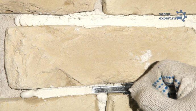 Обработка швов строительной лопаткой
