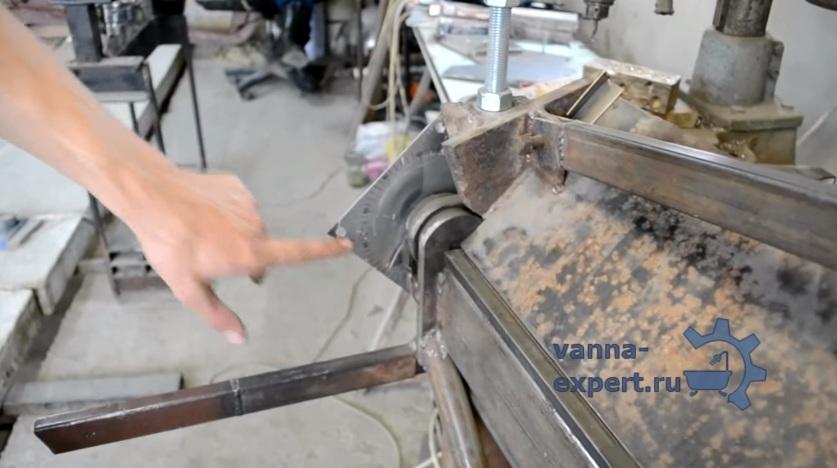 Транспортир указывает, на какой угол производится сгиб