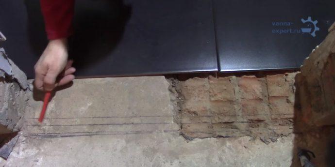 Важно правильно укладывать плитку около порога