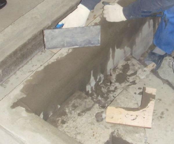 Выравнивание поверхности бетона ванны